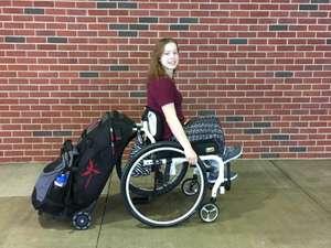 Phoenix Instinct travel bag gekoppeld aan rolstoel
